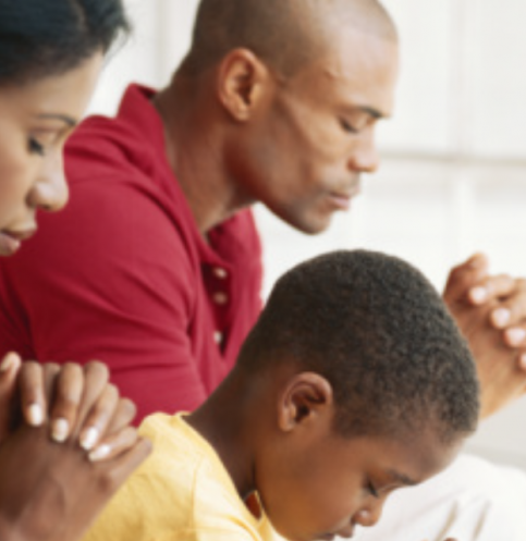 black-family-praying-960-x-640